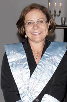 Fig. 37 - Ir.: Nilse Carolina colla Prando, Ven.: Mestre da Loja Pêndulus durante o período 2010/2011. Fonte: Arquivo da GLUSC.